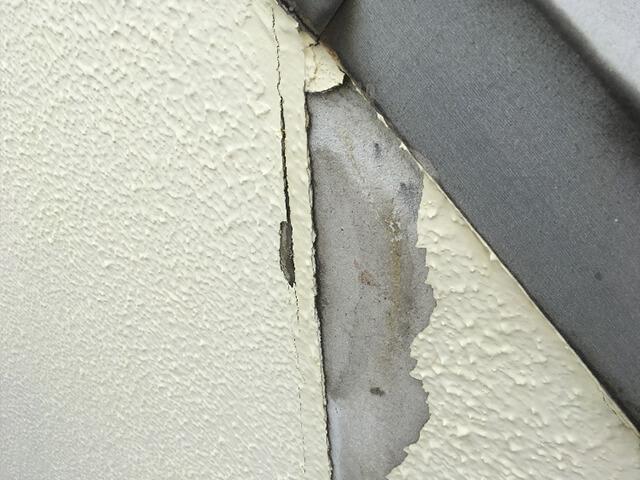 外壁の剥がれ補修前